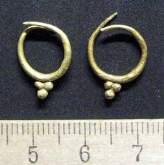 Ancient earrings found in Jumilla By h.b. - Nov 16, 2008 - 9:29 AM The 2,300 year earrings found in Jumilla - Photo EFE Their grape design confirms the tradition of wine making in the area. Some earrings in the form of grapes and thought to date from 2,300 years ago have been found in Jumilla, Murcia. They are being used to confirm the wine-making tradition and activities in the area. The find came as excavation work continues at the necropolis at Coimbra del Barranco Ancho.