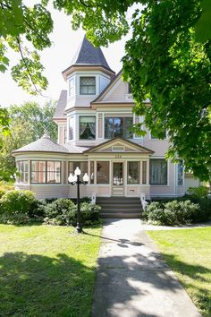 OldHouses.com - 1900 Victorian: Queen Anne - Pristine Queen Ann Victorian Painted Lady in Waupun, Wisconsin