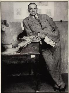 1927. Поэт Владимир Маяковский в редакции, Москва
