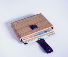 Wood wallet by wocketcrafts https://www.etsy.com/fr/listing/509552877/oak-wood-wallet-wocket?ref=shop_home_feat_1
