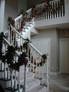 Christmas garland...check out the detail pictures pinned....awesome!