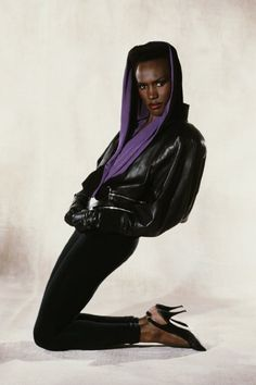 """ivillagestuffwelove: """" Style Icons - Grace Jones This outrageously leggy Jamaican was setting the public's tongues a' wagging before Lady Gaga was even born. Grace Jones started her career as a. Jones Fashion, Fashion Mode, 80s Fashion, Girl Fashion, Fashion Fall, Style Fashion, Fashion Trends, American Fashion, Fashion Stores"""
