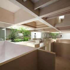 Katsutoshi Sasaki's House in Hanekita  contains a grid of half-height walls