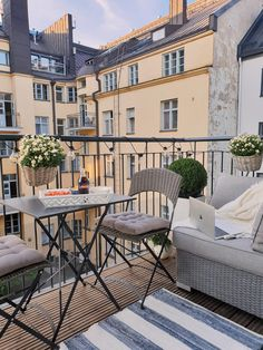 Mariannan - Page 15 of 866 - French Apartment, London Apartment, Porches, French Balcony, Small Balcony Design, Studio Apartment Decorating, Apartment Balconies, Home Room Design, Outdoor Living