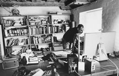 How Clutter Affects Your Brain (and What You Can Do About It). If you look at this photo of the home office of Steve Jobs, it's not exactly the picture you'd expect of a zen-like visionary obsessed with less. It is your perception of clutter that matters, Sigmund Freud, Time Magazine, Charles Darwin, Steve Jobs Photo, Steve Jobs Apple, Tim Cook, Suppose Design Office, Messy Desk, Places