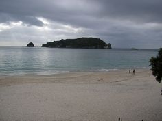 Hahei is located in Mercury Bay, between the settlements of Cooks Beach and Hot Water Beach. It is approximately 6 km south east of Whitianga and 6 km north of Hot Water Beach. The main town of Whitianga can be reached in one of two ways: either by a 40 minute drive or by a ferry ride some 15 minutes from Hahei by car. A prominent feature of the beach is Mahurangi Island, which lies on the edge of the Te Whanganui-A-Hei marine reserve.