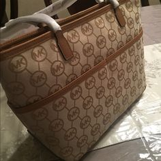 Michael Kors tote Brand new. I regret the purchase and need to re-sell the bag. Kempton tote. Michael Kors Bags Totes