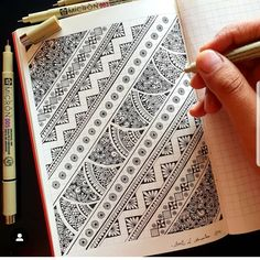 Beautiful Black and white Doodle Pattern. Easy Doodle Art, Doodle Art Designs, Doodle Art Drawing, Zentangle Drawings, Mandala Drawing, Zentangles, Mandala Doodle, Mandala Art Lesson, Mandala Artwork