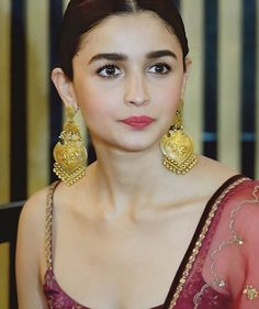 Just images of my favourite Bollywood stars - the wonderful Queens of Bollywood! Indian Celebrities, Bollywood Celebrities, Bollywood Actress, Fashion Necklace, Fashion Jewelry, Stylish Jewelry, Luxury Jewelry, Aalia Bhatt, Alia Bhatt Cute