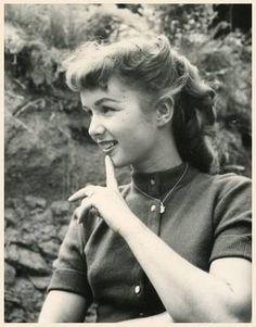 Debbie REYNOLDS '40-50-60 (1er Avril 1932) Golden Age Of Hollywood, Vintage Hollywood, Hollywood Stars, Classic Hollywood, Hollywood Icons, Hollywood Glamour, Fred Astaire, Vintage Bangs, Vintage Hair