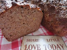 Low Carb Rezepte von Happy Carb: Omega-3-Brot - Walnüsse, Chia-Samen, Hanf- Samen und Leinsamen verbessern deine Omega-3-Bilanz.