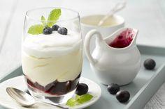 Trifle met blauwe bessen en citroen