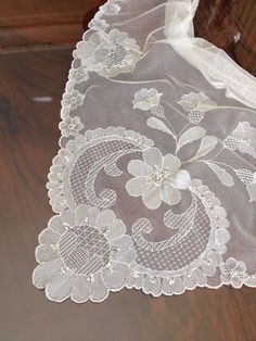 Tul Brodat … Embroidery Art, Embroidery Stitches, Embroidery Patterns, Tulle Lace, Lace Fabric, Drawn Thread, Linens And Lace, Lace Doilies, Needle Lace