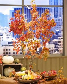Thanksgiving Day Table centerpiece leaves
