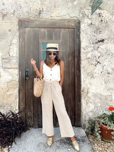 How to Wear a Straw Hat 14 Ways + Finding the Right Fit and Style for You