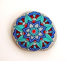 Hand Painted Stone Mandala Flower by ISassiDellAdriatico on Etsy Mandala Painting, Dot Painting, Stone Painting, Pebble Painting, Pebble Stone, Stone Art, Rock Painting Designs, Paint Designs, Art Encadrée