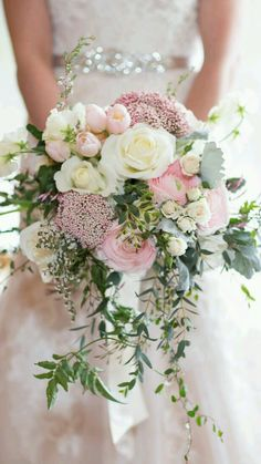 Beautiful pink and white wedding bouquet #pinkbridalbouquetideas