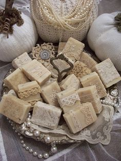 I purchased some homemade Lavender goat milk soap from a local goat farmer and embellished them with antique/vintage crocheted and lace p. Vintage Accessoires, Soap Display, Soap Shop, Soap Favors, Lokal, Soap Packaging, Goat Milk Soap, Soap Recipes, Home Made Soap