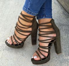 Classy women heels is all about beauty with an edge of its own. Classy women heels are so gorgeous y Women's Shoes, Me Too Shoes, Shoe Boots, High Shoes, Strappy Shoes, Golf Shoes, Platform Shoes Heels, Dress Shoes, Shoes Sneakers