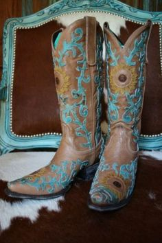 Lane Sunflower Boots- Sunflowers and Turquoise represent my MOM PERFECT for that day