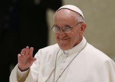 Pope Francis waves to media representatives at audience. (CNS/Paul Haring)
