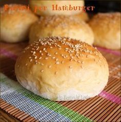 Panini per Hamburger e Hot Dog Hot Dog Recipes, Real Food Recipes, Yummy Food, Focaccia Pizza, Panini Recipes, Panini Sandwiches, Homemade Hamburgers, I Love Pizza, Hamburger Buns