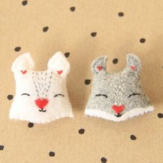 Use this free pattern to create sweet squirrel pins or cushions for your little ones.