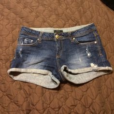 Jean shorts No rips, stains or tears:) still in great condition! Forever 21 Shorts Jean Shorts