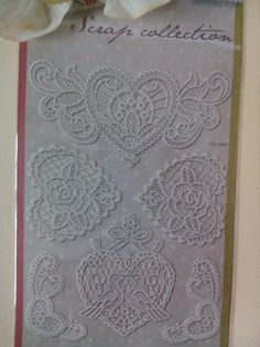 planche de  6 Stickers dentelles adhésives blanc cassé  motif cœurs