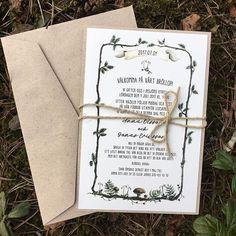 Den senaste månaden har gått i ett, allt har bara snurrat på, lite för snabbt ibland. Här är ett kort som jag gjorde tidigare i vår. Kanske till ett bröllop med skogstema? #skogsbröllop #naturligtbröllop #sommarbröllop #höstbröllop #inbjudningskort #bröllopskort #bröllopsinbjudan #personligtbröllop