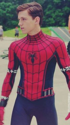 Tom Holland is my reason to live Tom Holand, Baby Toms, Tom Holland Peter Parker, Tommy Boy, Men's Toms, Film Serie, Cute Guys, Handsome, Actors