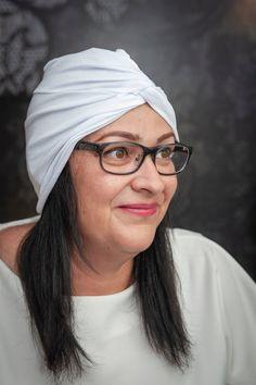 Kényelmes és divatos viselés. #turbán #fehérturbán #fehér #divatos #divat  #nőiturbán #női White T, Turbans, Woman, Trending Outfits, Unique Jewelry, How To Wear, Etsy, Vintage, Fashion