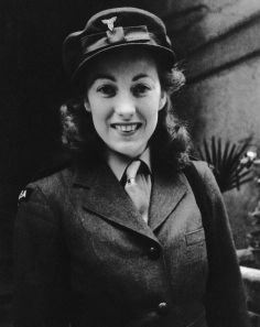 In her Dame Vera played a huge role in keeping up the spirits of a British civilian population suffering under the Blitz. She travelled thousands of miles to entertain troops. Dame Vera is pictured in 1941 World War One, Second World, Vera Lynn, The Blitz, Brave Women, Old Hollywood Stars, People Of Interest, Women In History, British History