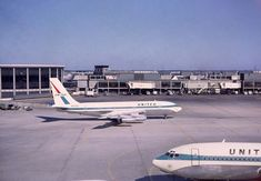 United Airlines Boeing 720 and 707 Airliners at Chicago O'Hare Boeing 720, Passenger Aircraft, Aviation Industry, Waikiki Beach, Commercial Aircraft, United Airlines, Civil Aviation, Air Travel, Air Lines