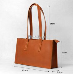 The Leather Totes is fashionable and easy to wear, with its simple design, clear style, easily captures the heart of women, and is a plus for their dress.