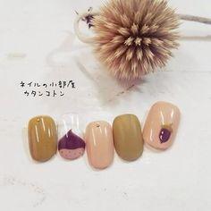 秋におすすめの栗フレンチ♪ ほっこりユニークなネイルデザインですが、落ち着いた色使いでさりげなく指先を飾ってくれます^^