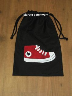 Bolsa para zapatos Machine Embroidery Applique, Hand Embroidery Designs, Applique Patterns, Applique Designs, Sewing Patterns, Diy Sac, Applique Monogram, Patchwork Bags, Embroidery Fashion