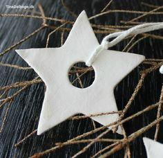 These of clay, make ties of scrap cloth using a bias trim maker. Clay Christmas Decorations, Diy Christmas Ornaments, Holiday Crafts, Christmas Love, Christmas 2019, Christmas Holidays, Diy Xmas, Homemade Christmas, Air Dry Clay