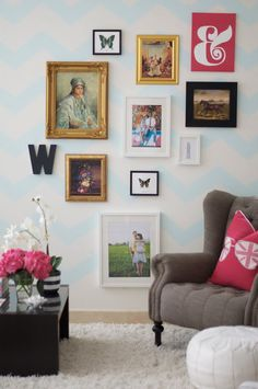 gallery wall with a whisper of a chevron wall Caitlin Wilson Design, Inspiration Wand, Home Interior, Interior Design, Deco Addict, Living Spaces, Living Room, My New Room, Home Remodeling