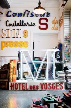 Boutique : Kidimo , Paris - Meer dan 1000 vintage letters, van heel groot tot heel klein!
