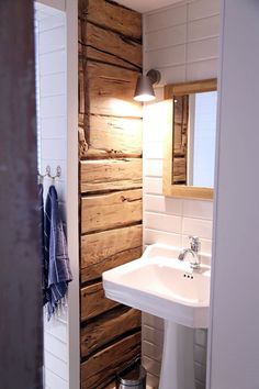 Cheap Home Decor Log Home Interiors, Cottage Interiors, Knotty Pine Decor, Cottage Design, House Design, Cheap Home Decor, Diy Home Decor, Sauna Design, Rustic Bedroom Design
