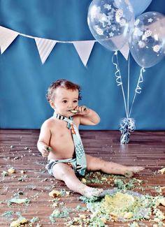 Giant cupcake for a 1st birthday cake smash photo shoot