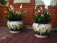 Mosaic flower pots [L] Mosaic Planters, Mosaic Vase, Mosaic Flower Pots, Mosaic Garden, Diy Planters, Mosaic Tiles, Garden Art, Mosaic Crafts, Mosaic Projects