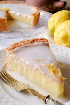 Lemon cake with limoncello icing - Torta al limone con glassa al limoncello Italian Pastries, Italian Desserts, Lemon Desserts, Lemon Recipes, Just Desserts, Sweet Recipes, Baking Recipes, Delicious Desserts, Cake Recipes