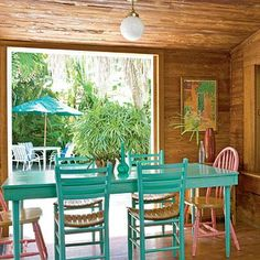 Key West Cottage Living & Decorating - Coastal Decor Ideas and Interior Design Inspiration Images Cottage Living, Coastal Living, Coastal Decor, Beach Cottage Style, Beach House Decor, Home Decor, Seaside Style, Dining Table Chairs, A Table