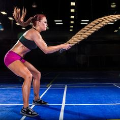 Get a cardio and strength training workout in one training session with this total body heavy rope workout. From planks to single arm slams and more, these exercises will help you sculpt and strengthen your muscles while torching calories. Boxing Training Workout, Strength Training Workouts, Weight Training, Circuit Training, Cross Training, Lose Fat Workout, Belly Fat Workout, Killer Workouts, Easy Workouts