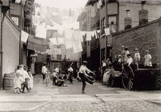 Lewis Wickes Hine, Playground in tenement alley, New York, 1909 Vintage Photography, Amazing Photography, Street Photography, White Photography, Photography Ideas, Wisconsin, Jamel Shabazz, Eastman House, Old London