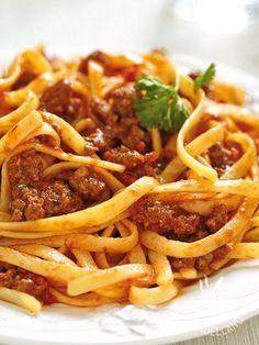 Bavette with sausage ragout - Bavette al ragù di salsiccia Pasta Carbonara, Pasta Al Ragu, Spaghetti Bolognese, Ragu Bolognese, Sausage Recipes, Pasta Recipes, Cookbook Recipes, Cooking Recipes, Italian Main Courses