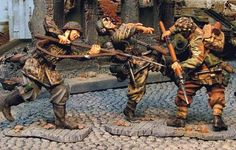 World War II German Army CS00265 9th SS Fighting British Red Devil - Made by The Collectors Showcase Military Miniatures and Models. Factory made, hand assembled, painted and boxed in a padded decorative box. Excellent gift for the enthusiast.