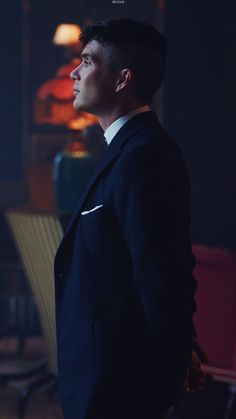 Ya boys got a jawline for days tommy shelby folks Peaky Blinders Poster, Peaky Blinders Wallpaper, Peaky Blinders Season, Peaky Blinders Series, Peaky Blinders Quotes, Peaky Blinders Tommy Shelby, Peaky Blinders Thomas, Cillian Murphy Peaky Blinders, Trendy Baby